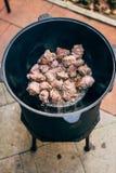 Μαγείρεμα plov στο καζάνι Μόνο το κρέας στο καζάνι fie Στοκ Εικόνα