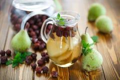 Μαγειρευμένα αχλάδια και rosehip Στοκ Εικόνα