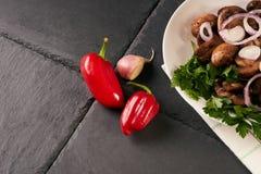 Μαγειρευμένα ορεκτικά νόστιμα τηγανισμένα μανιτάρια Στοκ Φωτογραφίες