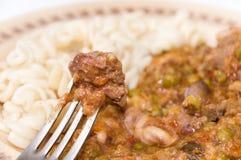 Μαγειρευμένα συκώτια κοτόπουλου στο δίκρανο στην εστίαση Στοκ Φωτογραφίες