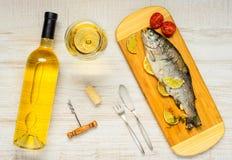 Μαγειρευμένα ψάρια με το άσπρο κρασί Στοκ εικόνα με δικαίωμα ελεύθερης χρήσης