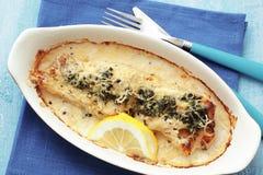 Μαγειρευμένα ψάρια με το σπανάκι Στοκ φωτογραφίες με δικαίωμα ελεύθερης χρήσης