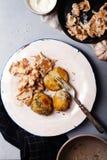 Μαγειρευμένα chanterelle μανιτάρια που εξυπηρετούνται Στοκ Εικόνα
