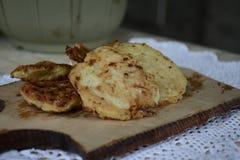 Μαγειρευμένα cutlets από τα κολοκύθια στην εγχώρια κουζίνα Στοκ φωτογραφία με δικαίωμα ελεύθερης χρήσης