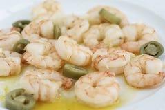 Μαγειρευμένες γεύμα γαρίδες με το πιπέρι στο πιάτο στο softfocus Στοκ Εικόνα