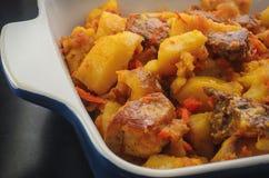Μαγειρευμένες πατάτες με το κρέας και τις ντομάτες Στοκ Εικόνα