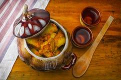 Μαγειρευμένες πατάτες με το κρέας και τις ντομάτες Στοκ εικόνα με δικαίωμα ελεύθερης χρήσης