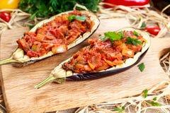 Μαγειρευμένη μελιτζάνα και γεμισμένος με τα λαχανικά στοκ εικόνα με δικαίωμα ελεύθερης χρήσης