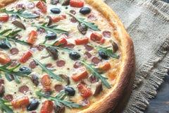 Μαγειρευμένη πίτσα Στοκ Εικόνες