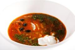 Μαγειρευμένη σούπα κρέατος με τις ελιές και το λεμόνι Στοκ εικόνα με δικαίωμα ελεύθερης χρήσης