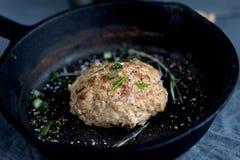 Μαγειρευμένη τηγανισμένη παν πρασινάδα κεφτών στοκ φωτογραφία με δικαίωμα ελεύθερης χρήσης