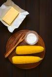 Μαγειρευμένο καλαμπόκι στο σπάδικα με το άλας και το βούτυρο Στοκ Εικόνες