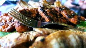 Μαγειρευμένο κρέας μπριζόλας απόθεμα βίντεο