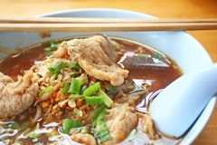 Μαγειρευμένο νουντλς χοιρινού κρέατος στοκ εικόνες