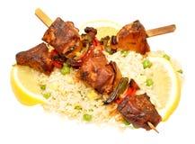 Μαγειρευμένο χοιρινό κρέας Kebabs με το ρύζι Στοκ φωτογραφίες με δικαίωμα ελεύθερης χρήσης
