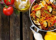 Μαγειρευμένο ύφος θερινών λαχανικών ratatouille Στοκ Φωτογραφία