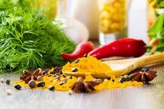 μαγειρεύοντας βανίλια ζάχαρης καρυκευμάτων καρυδιών συστατικών αλευριού αυγών κανέλας Στοκ φωτογραφία με δικαίωμα ελεύθερης χρήσης