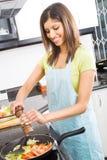 μαγειρεύοντας γυναίκα Στοκ εικόνα με δικαίωμα ελεύθερης χρήσης