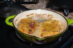 μαγειρεύοντας εξοπλισμός που τηγανίζει το απομονωμένο παν λευκό Στοκ εικόνες με δικαίωμα ελεύθερης χρήσης
