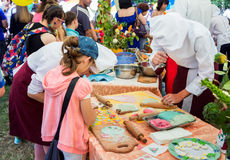 Μαγειρεύοντας εργαστήριο στο οικογενειακό φεστιβάλ φιλανθρωπίας Στοκ Φωτογραφίες