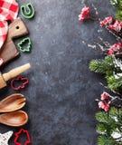 Μαγειρεύοντας εργαλεία Χριστουγέννων και δέντρο χιονιού Στοκ Φωτογραφίες