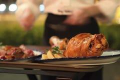 μαγειρεύοντας εστιατόρ&io Στοκ εικόνες με δικαίωμα ελεύθερης χρήσης