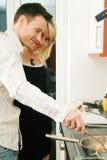 μαγειρεύοντας ζεύγος Στοκ εικόνες με δικαίωμα ελεύθερης χρήσης