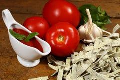 Μαγειρεύοντας ιταλικά ζυμαρικά Στοκ Εικόνες