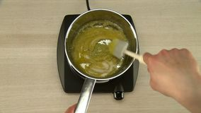 Μαγειρεύοντας λούστρο σοκολάτας απόθεμα βίντεο