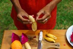 Μαγειρεύοντας μαγειρική κατηγορία banan που ξεφλουδίζεται Στοκ Εικόνες