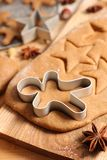 Μαγειρεύοντας μπισκότο μελοψωμάτων στοκ φωτογραφίες