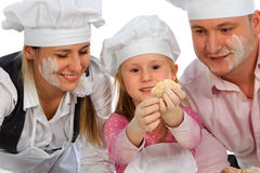 μαγειρεύοντας οικογέν&epsi Στοκ φωτογραφία με δικαίωμα ελεύθερης χρήσης