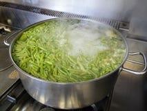 Μαγειρεύοντας πράσινα φασόλια Στοκ φωτογραφίες με δικαίωμα ελεύθερης χρήσης