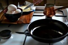 Μαγειρεύοντας πρόγευμα στοκ φωτογραφίες