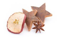 μαγειρεύοντας ραβδιά αστεριών καρυκευμάτων συστατικών κανέλας Χριστουγέννων γλυκάνισου Apple, γλυκάνισο, αστέρια, κανέλα, πεύκο α Στοκ φωτογραφίες με δικαίωμα ελεύθερης χρήσης