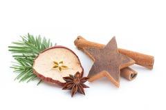 μαγειρεύοντας ραβδιά αστεριών καρυκευμάτων συστατικών κανέλας Χριστουγέννων γλυκάνισου Apple, γλυκάνισο, αστέρια, κανέλα, πεύκο α Στοκ Εικόνες