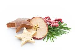 μαγειρεύοντας ραβδιά αστεριών καρυκευμάτων συστατικών κανέλας Χριστουγέννων γλυκάνισου Apple, γλυκάνισο, αστέρια, κανέλα, πεύκο α Στοκ Φωτογραφία