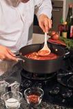 μαγειρεύοντας σούπα Στοκ εικόνες με δικαίωμα ελεύθερης χρήσης