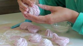 Μαγειρεύοντας σπιτικό marshmallow, η επεξεργασία και η συσκευασία του φιλμ μικρού μήκους