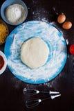 Μαγειρεύοντας συστατικά πιτσών Στοκ εικόνα με δικαίωμα ελεύθερης χρήσης