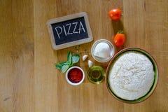 Μαγειρεύοντας συστατικά πιτσών στοκ φωτογραφία με δικαίωμα ελεύθερης χρήσης