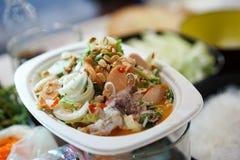 Μαγειρεύοντας τα ταϊλανδικά παραδοσιακά τρόφιμα αποκαλούμενα στοκ εικόνες