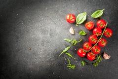 Μαγειρεύοντας υπόβαθρο με τα πράσινα και τις ντομάτες Στοκ Φωτογραφία