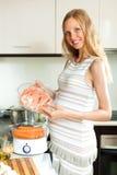Μαγειρεύοντας ψάρια και λαχανικά σολομών Στοκ Εικόνα