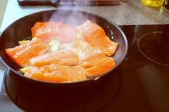 μαγειρεύοντας ψάρια Στοκ Φωτογραφίες