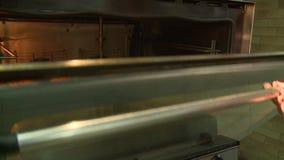 Μαγειρεύοντας ψωμί απόθεμα βίντεο