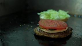 Μαγειρεύοντας Burger timelapse απόθεμα βίντεο