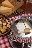 Μαγειρεύοντας fondue τυριών Στοκ Φωτογραφίες