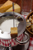 Μαγειρεύοντας fondue τυριών Στοκ φωτογραφία με δικαίωμα ελεύθερης χρήσης