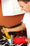 Μαγειρεύοντας macaroni Στοκ Φωτογραφίες
